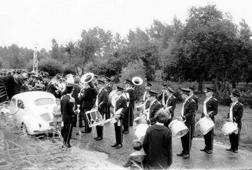 35 Dodenherdenking 1964