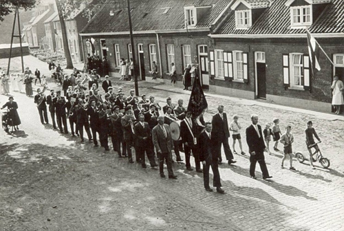 40 Fanfare 1959 priester inwijding